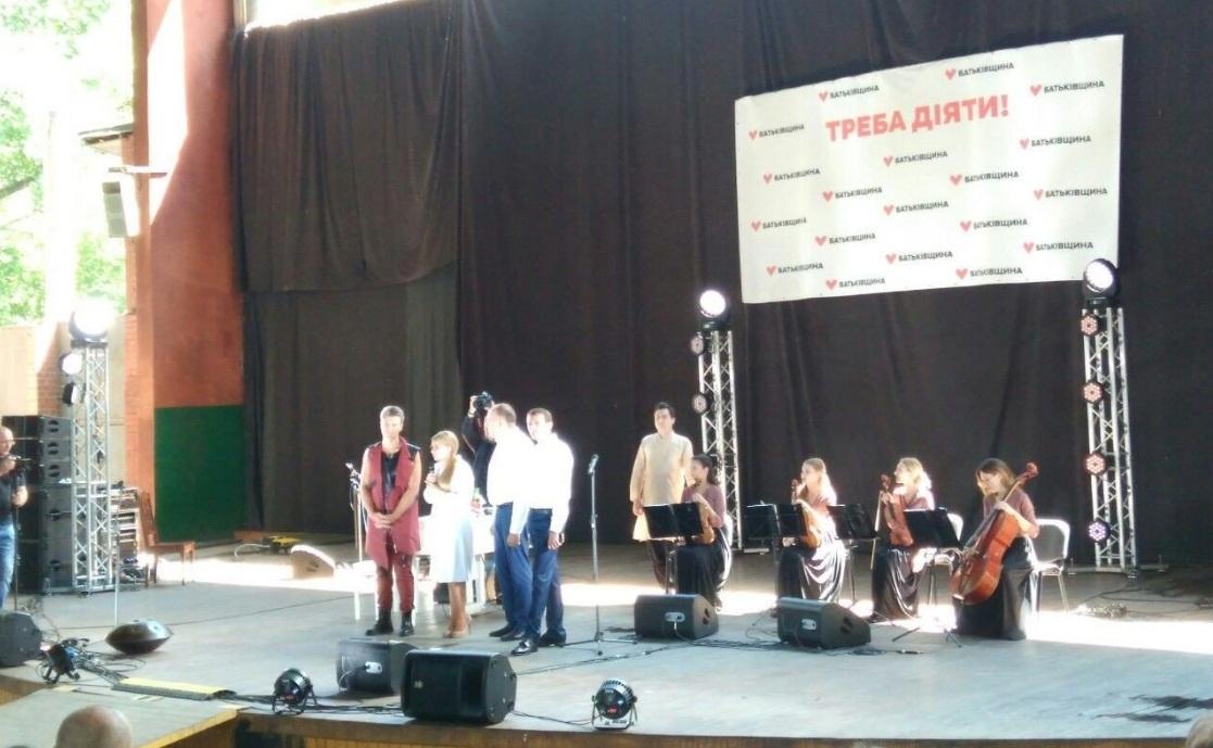 На Чернігівщині кандидатів та партії підтримують аніматори, чемпіони,